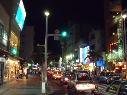 Niekada nemieganti centrinė Okinavos gatvė